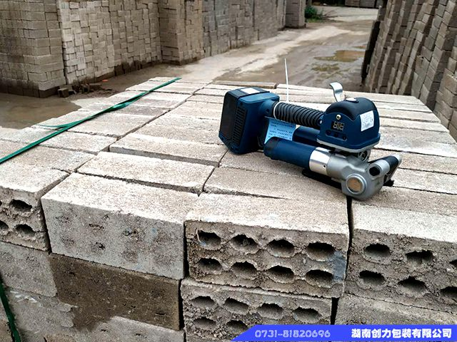 贵州普安水泥砖打包成交案列